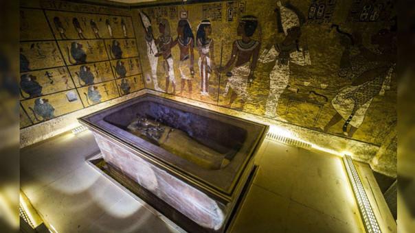 Tutankamón reinó brevemente durante el siglo XIV a.C, siendo aún muy joven, y falleció repentinamente