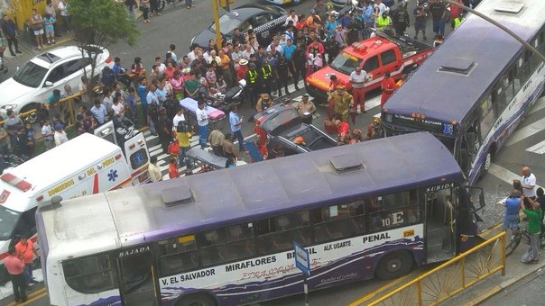 Choque en avenida Brasil deja 20 heridos