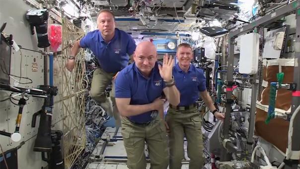 Astronautas de la EEI envían saludos por Año Nuevo
