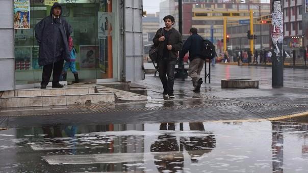 Fuerte llovizna en Lima