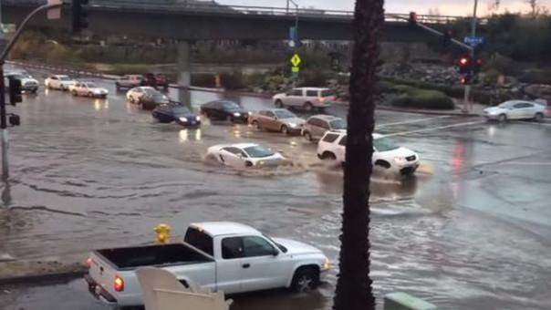Fuertes lluvias transforman un Lamborghini en un submarino
