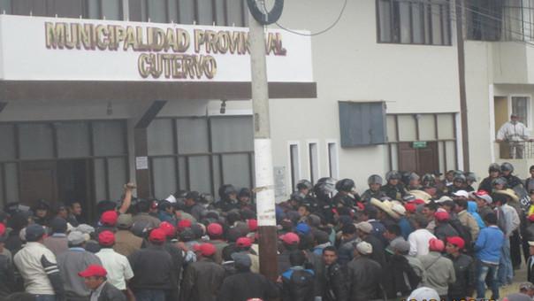 ronderos toman instalaciones de la Municipalidad Provincial de Cutervo