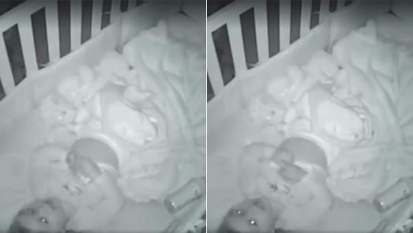 Bebé ora por sus padres
