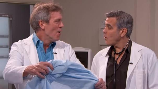 Hugh Laurie y George Clooney se pusieron sus trajes de médico para recrear un graciosa escena.