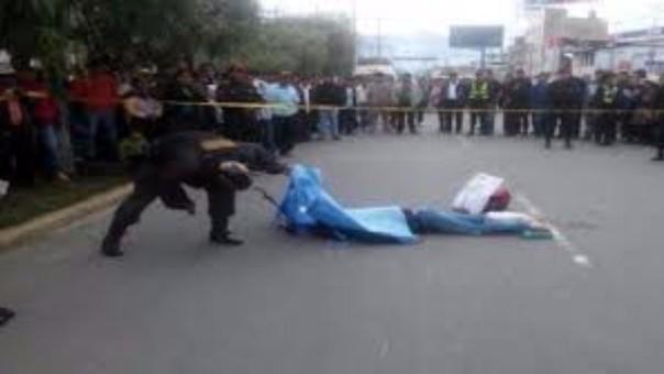 Motociclista chocó por alcance con volquete en vía Juliaca - Cusco.