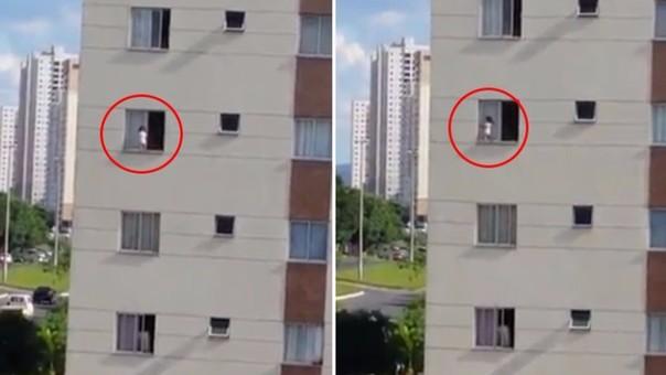 VÍDEO: Bebe sale por la ventana y casi se cae!