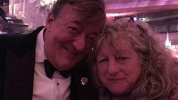 Stephen Fry dijo que la vestuarista era una vieja amiga