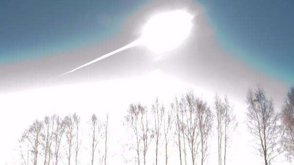 Un enorme meteorito explota sobre el Atlántico