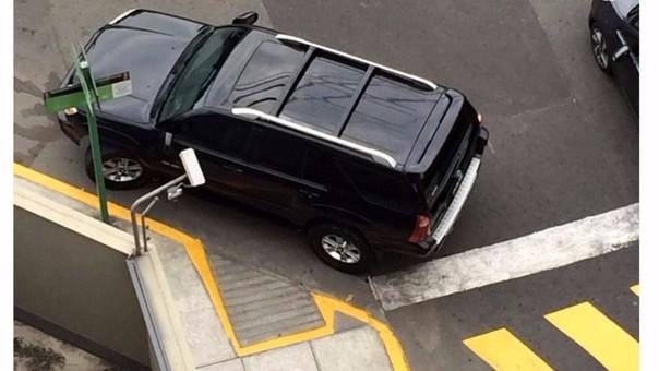 Miraflores: conductor estacionó su vehículo en zona para discapacitados