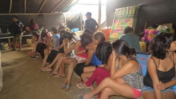 Tras el rescate de la menor, también encontraron a 17 mujeres en local