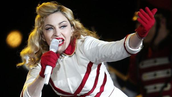 Madonna expone a una menor durante su presentación en Australia