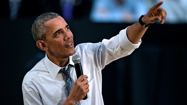 Barack Obama brinda discurso.