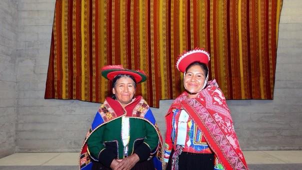 Textil de Lares luce la marca Cusqueña.