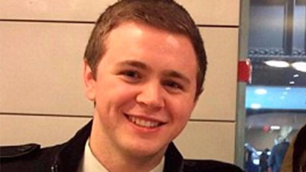 Mason Wells se ha salvado de tres atentados terroristas.