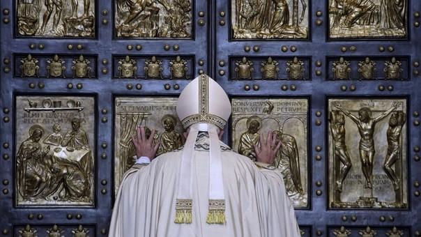 Apertura de la  Puerta Santa en la Basílica vaticana de Santa María La Mayor.