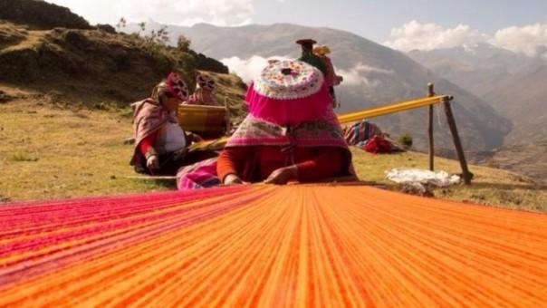Resultado de imagen para Arte textil de Taquile