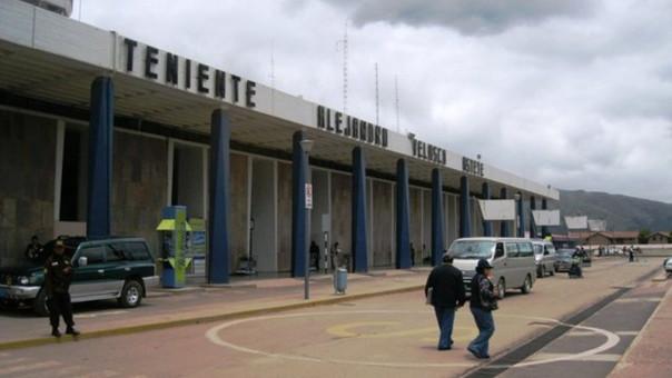Aeropuerto Alejandro Velasco Astete ( Cusco).