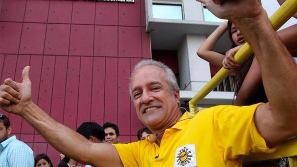 Nano Guerra renunció a su candidatura presidencial.
