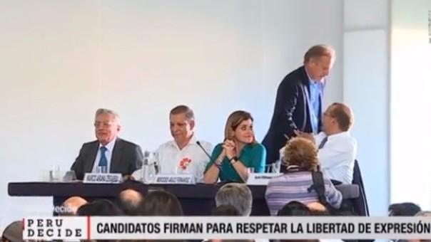 Alfredo Barnechea hace desaire a Mercedes Araoz