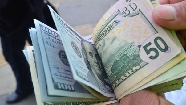 Dólar cerró la jornada subiendo a 3.37 soles.