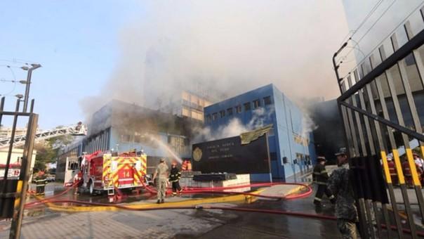 La madrugada de este miércoles se incendió el Cuartel General de la FAP