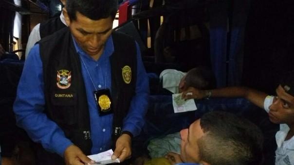 Policía detuvo Bus repleto de colambianos.