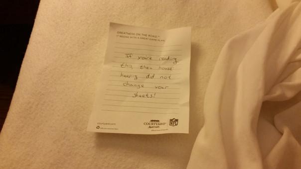 La estremecedora nota que encontró el huésped de un hotel en su cama