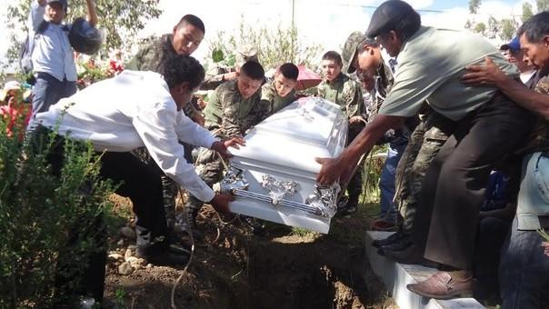 Entierran restos de valeroso militar José Daniel Gómez Suricachi abatido en el Vraem.