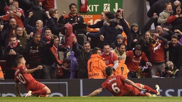Hincha del Liverpool perdió su celular y los jugadores se lo devolvieron