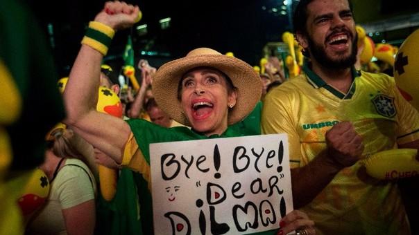 Miles salieron a las calles a festejar el primer paso de la destitución de la presidenta brasileña.