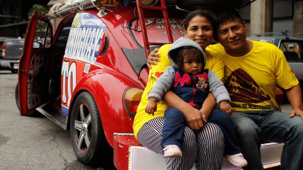 Familia peruana recorre Latinoamérica en la casa rodante más pequeña del mundo