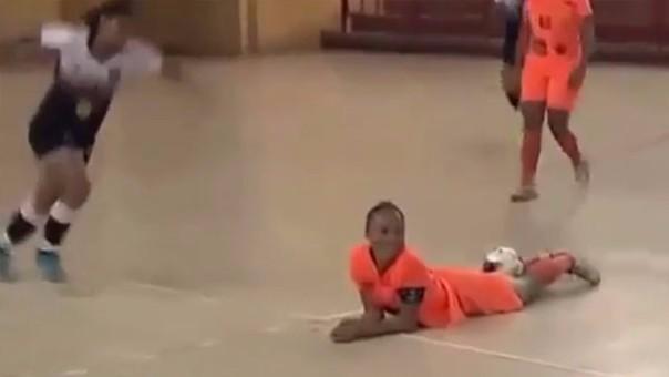 Jugadora de futsal fue agredida tras un acción de lujo