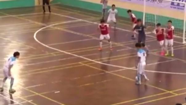 Golazo de tiro libre en futsal