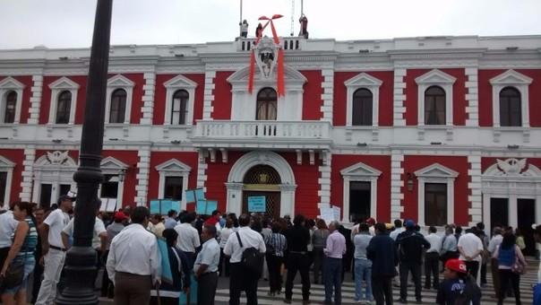 Personal del Segat Protesta en frontis de municipio