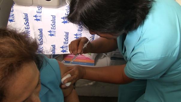 Intensifican campaña de vacunación en todos los hospitales de Lambayeque.