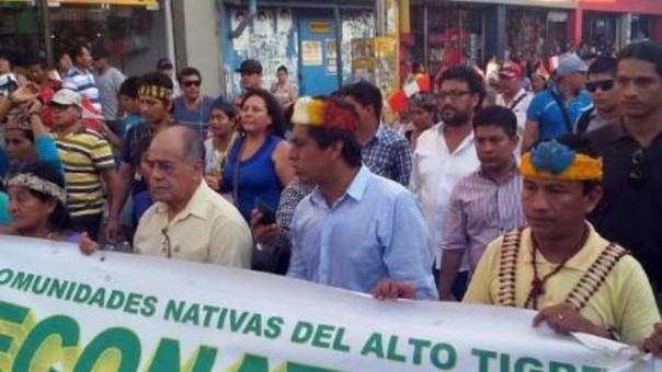 Protesta de pobladores loretanos y autoridades por bajo aporte del canon petrolero.