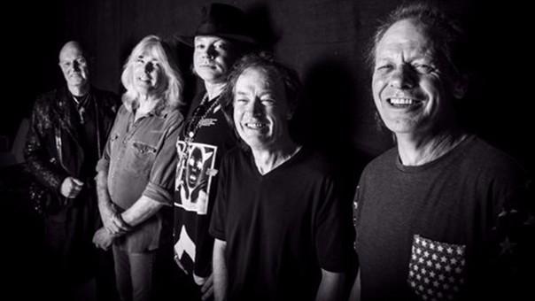 AC/DC empieza este sábado su gira europea con un concierto en Lisboa que supondrá el debut de Axl Rose como vocalista.