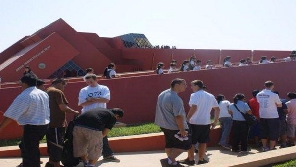 Turistas en Museo Tumbas Reales