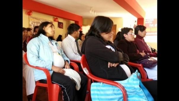 Feria informativa que promueve la maternidad saludable se desarrolla en Pisco.
