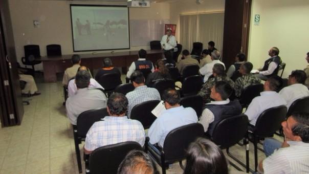 Carlos Balarezo expone ante los representantes ediles
