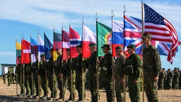 Soldados de la OTAN en ejercicios combinados.