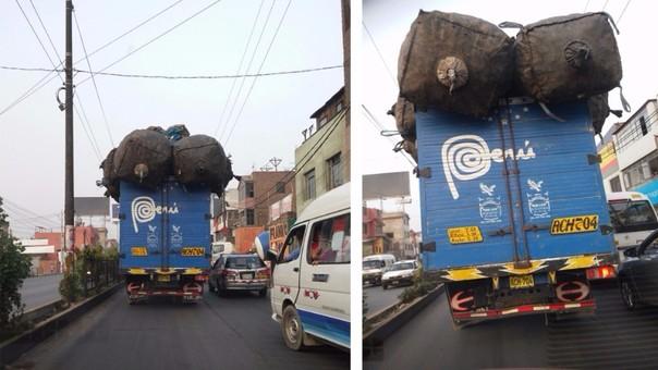 Camión cjon sacos de gran tamaño.
