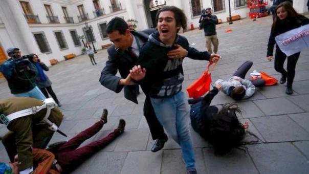 Protesta de estudiantes chilenos ingresó a Palacio de la Moneda