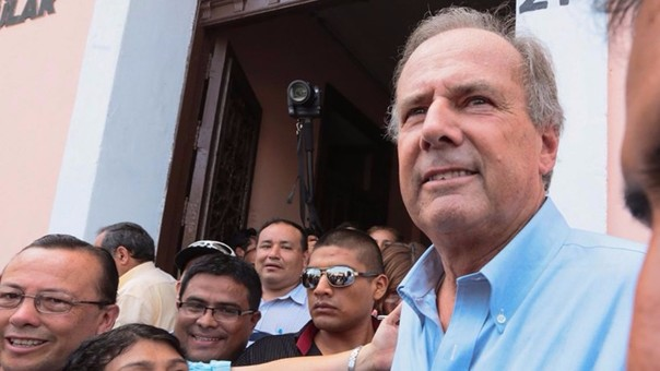 Alfredo Barnechea ha dicho que no apoyará a ningún candidato, pero Acción Popular apoyará a PPK.