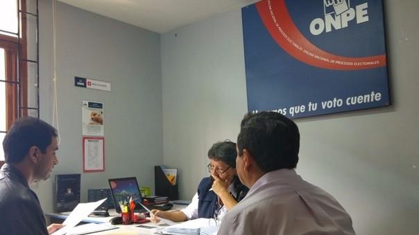 Onpe atendió a ciudadanos en primer día de venta del kit de revocatoria.