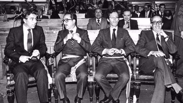 Pedro Pablo Kuczynski (segunda de derecha a izquierda) como Ministro de Energía y Minas de Fernando Belaunde en 1980