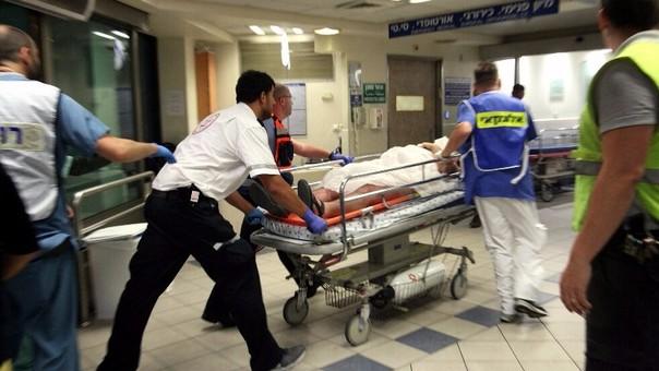 Un herido en estado crítico y cuatro heridos de distinta consideración, que han sido ingresados en el hospital Ijilov de Tel Aviv.