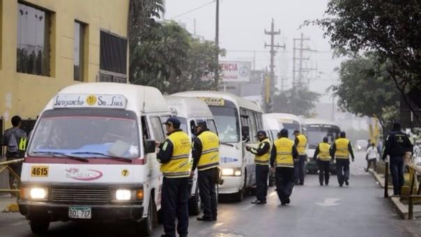 Inspectores municipales fiscalizaron unidades de transporte público en la Carretera Central.