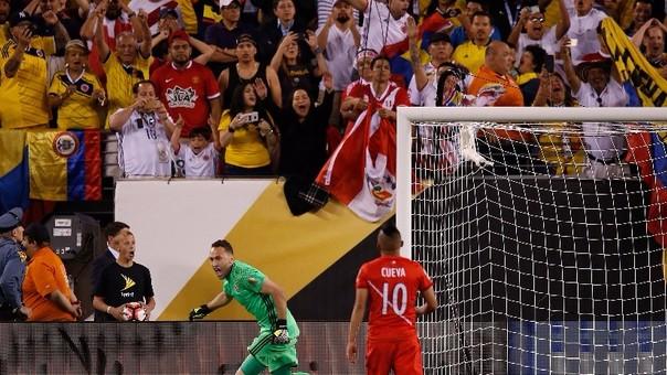 Christian Cueva falló el cuarto penal de Perú y causó la eliminación de la Selección Peruana. Ospina celebra.