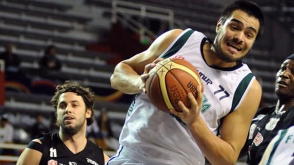 Diego, el hermano de 'Chiquito' Romero juega basquet profesionalmente en Estados Unidos. El arquero argentino también se inclinó por ese deporte pero prefirió el fútbol.